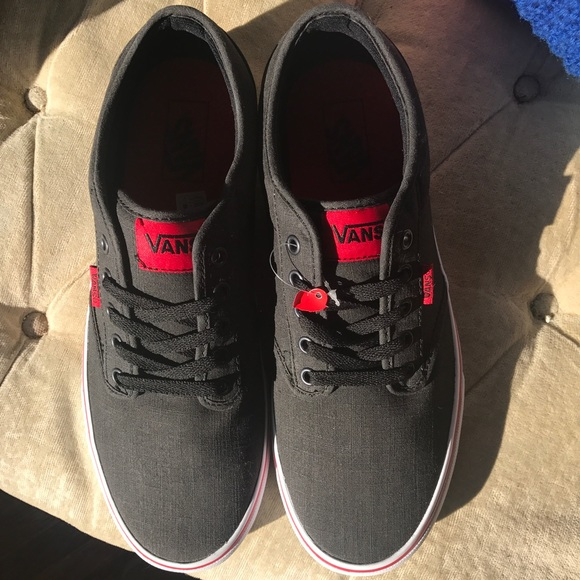 01fa651691b NEW MENS VANS ATWOOD LOW TOP BLACK AND RED